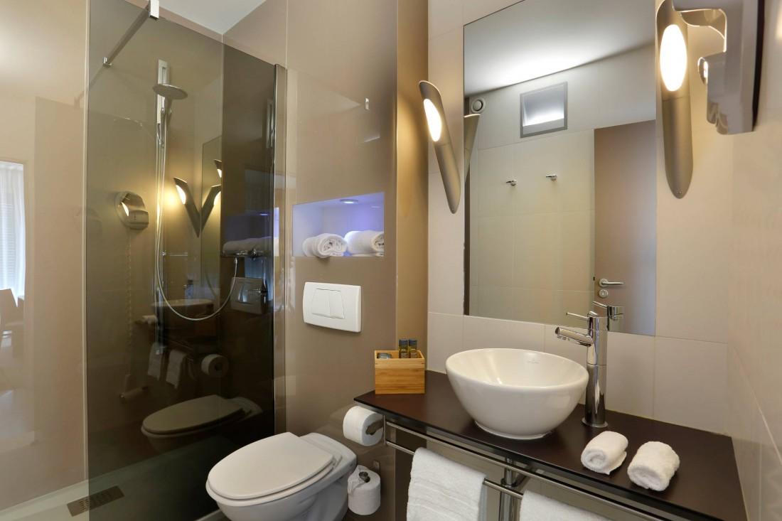 salle de bain hotel la paix brest ciel bretagne. Black Bedroom Furniture Sets. Home Design Ideas