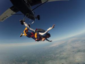 Saut en parachute d'un hélicoptère en Bretagne